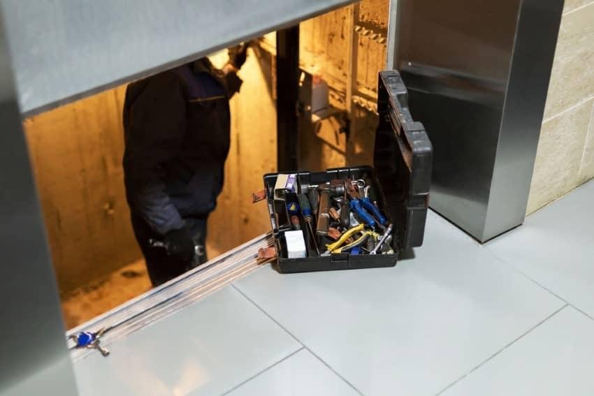 تعمیر آسانسور در کرج؛ سرویس آسانسور شامل چه مواردی می شود؟
