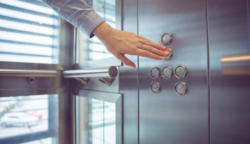 مشکلات-رایج-آسانسور